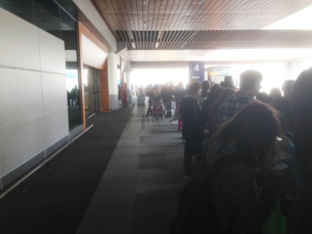 空港バスの行列
