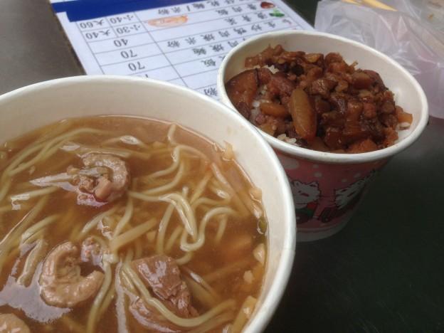 生炒鴨肉焿麺と魯肉飯